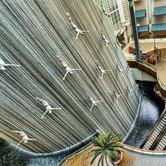 dubai-mall-waterfall-e1506626057637.jpg