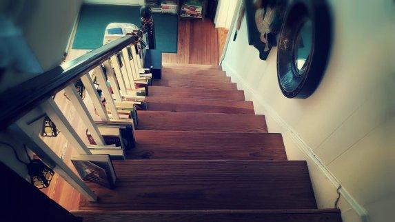 bookstore Leesburg stairs